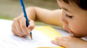 Enfant-écriture-Plume